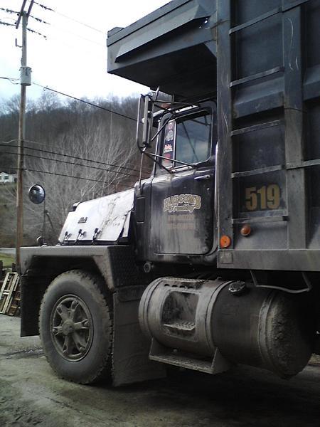 fubar badlybent 39 s photo rd 800 mack coal truck work. Black Bedroom Furniture Sets. Home Design Ideas
